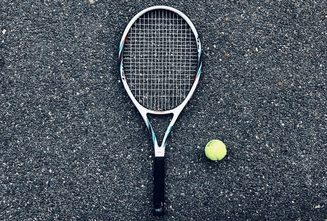 2205 Tennis raquet